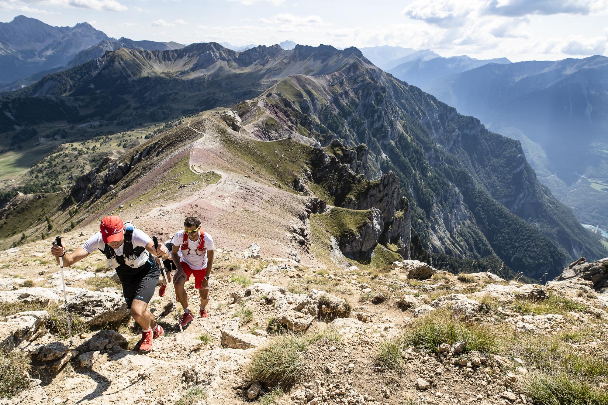 François D'Haene guide ses accompagnateurs habituels pour réaliser leur premier ultra-trail autour du Lac de Serre Ponçon, 2018