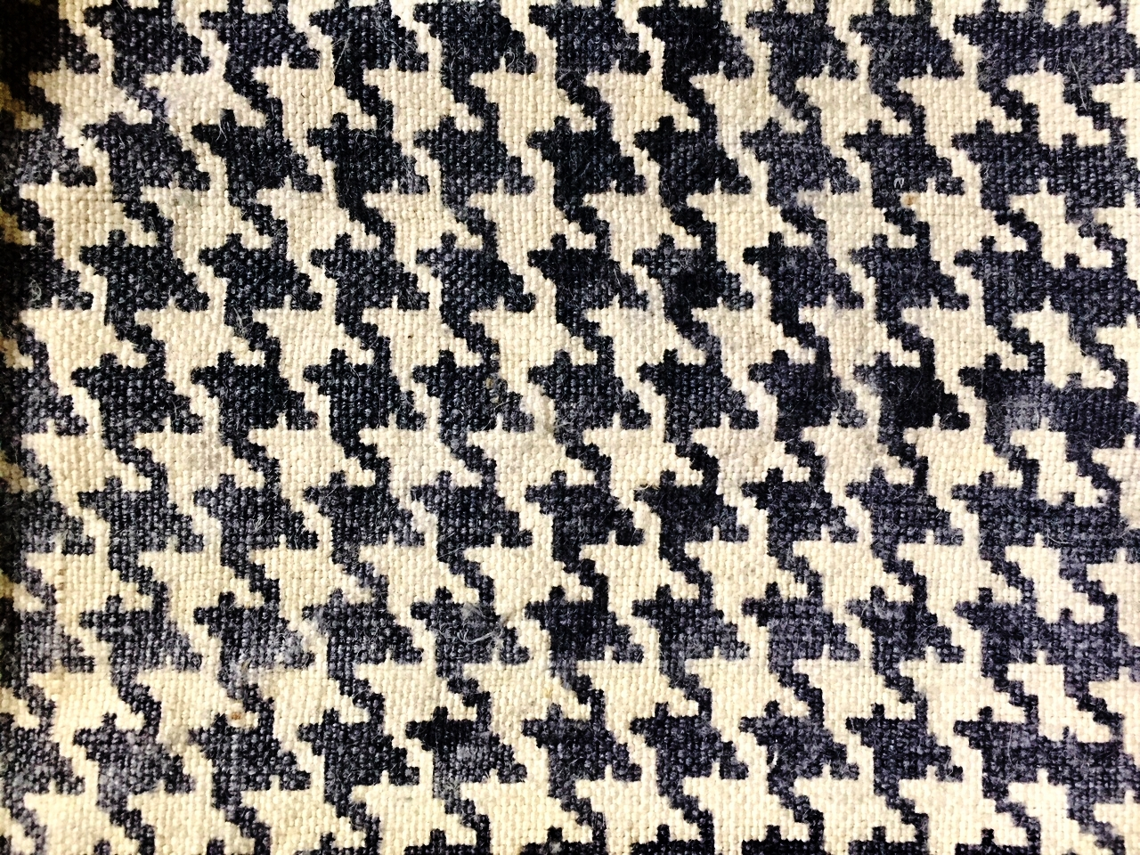 Houndstooth P004 - Chic. Winter coats and summer blazers. A lining of London, a hint of Paris. A picnic.