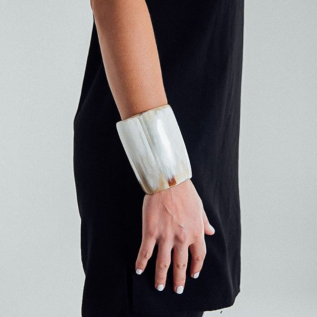 We've got a few cow horn 'warrior' cuffs left in black and white. (And they're one sale!). Let's give everyone the gift of ethical fashion this holiday season 🎄 . #ethicalfashion #sustainablefashion #holidaysale #giftideasforwomen #christmasgifts #fashion #winterfashion #winterwhite #cowhorn #artisanmade #artisan #madeinafrica #madeinuganda #madebyhand #shopsmall