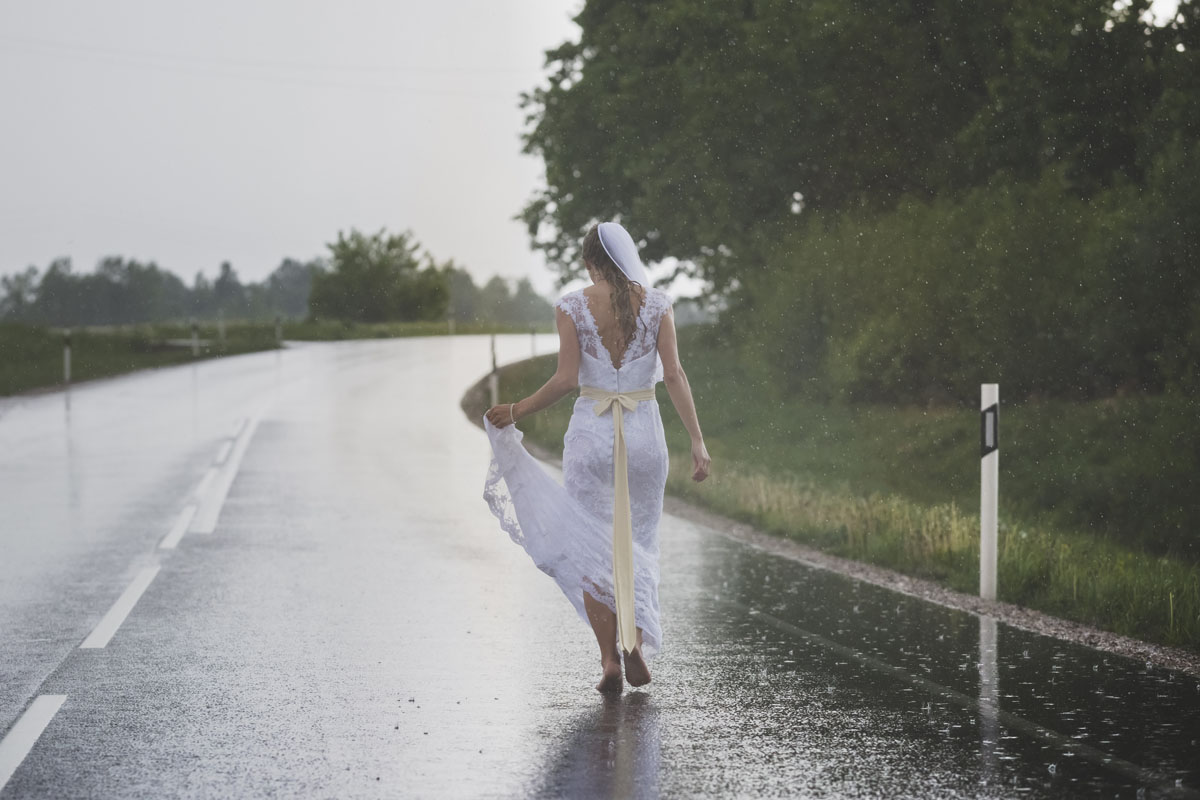 wedding-photos-101-rainy-wedding-photo.jpg