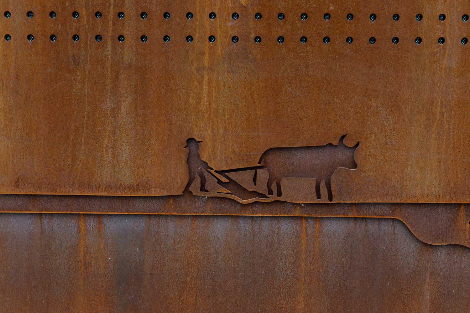 cohlmeyer-architecture-upper-fort-garry-wall-oxen.jpg