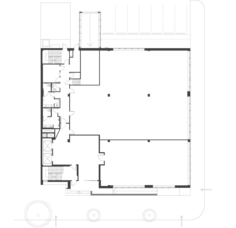 ….Elevator lobbies and washrooms were redesigned on each floor. Office layouts were customized for each tenant. ..Les halls d'ascenseurs et les toilettes de chaque étage ont été entièrement redessinés. L'aménagement des bureaux a été adapté à chaque locataire. ….