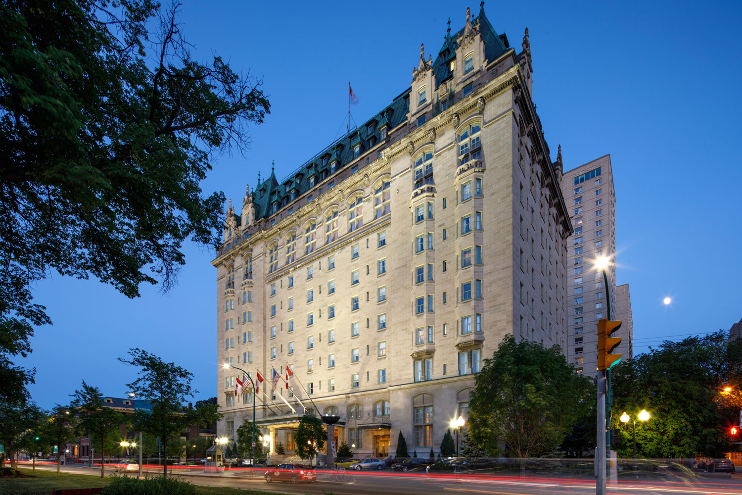....The Fort Garry Hotel..Hôtel Fort Garry….