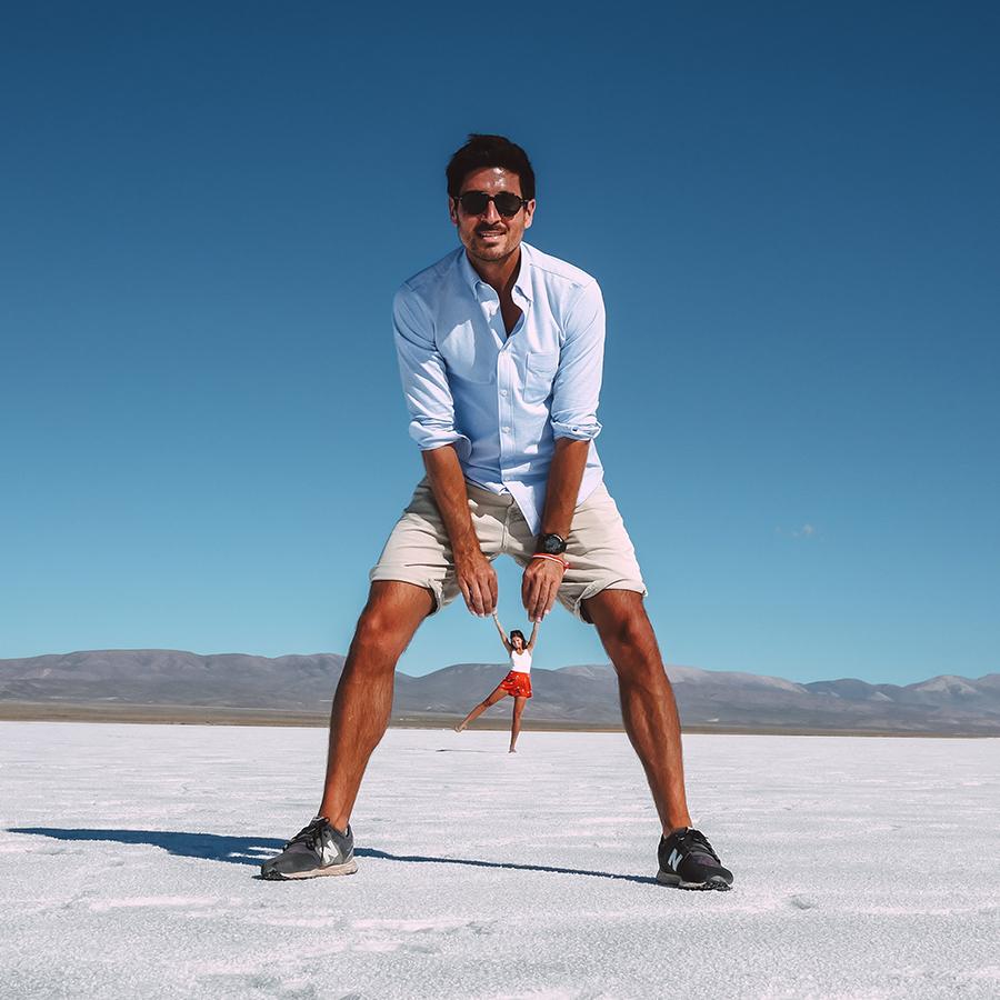 Faire une photo folle dans le Salar en Amérique du sud. -