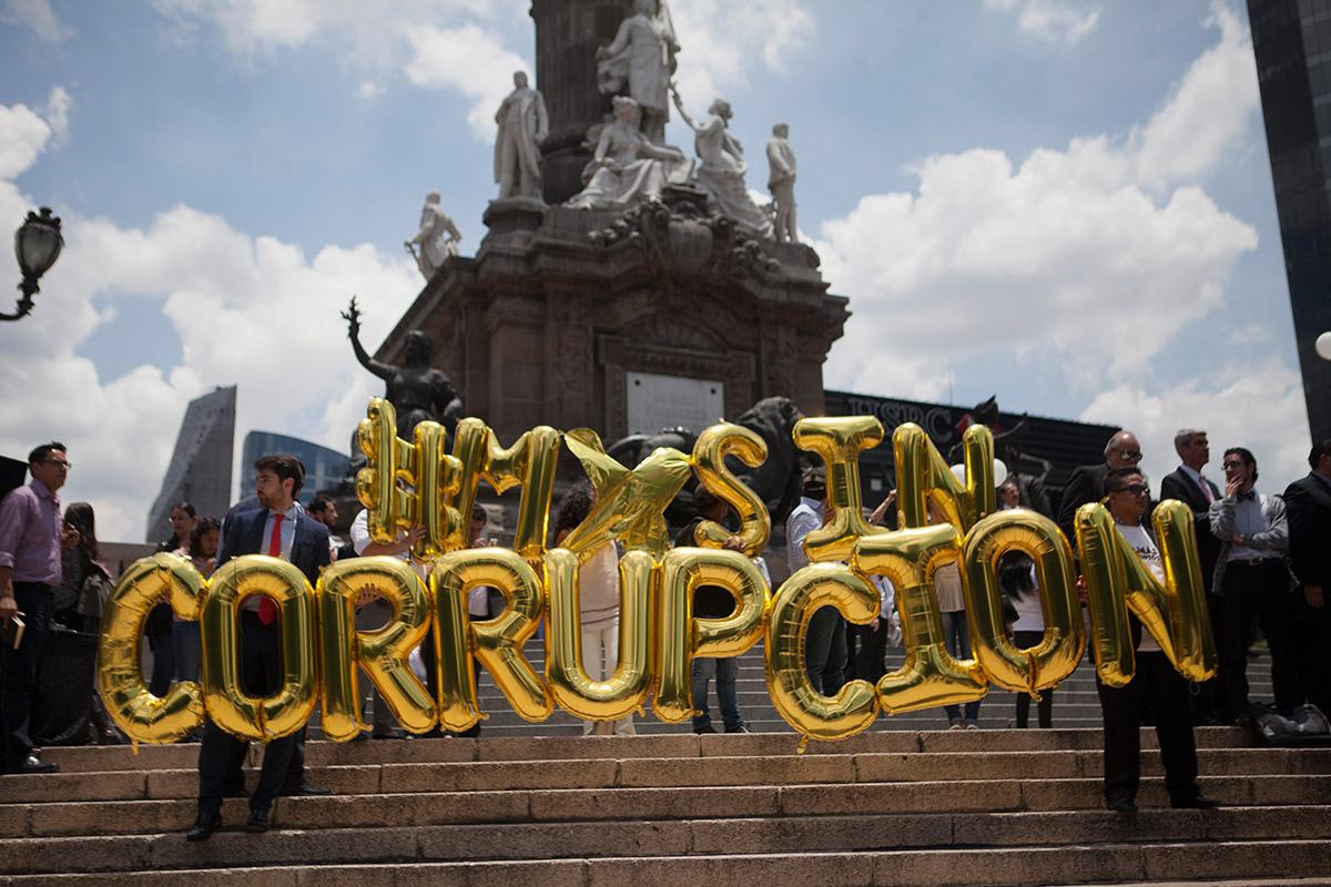 Empresarios protestan contra la corrupción en el Ángel. Foto: Miguel Dimayuga