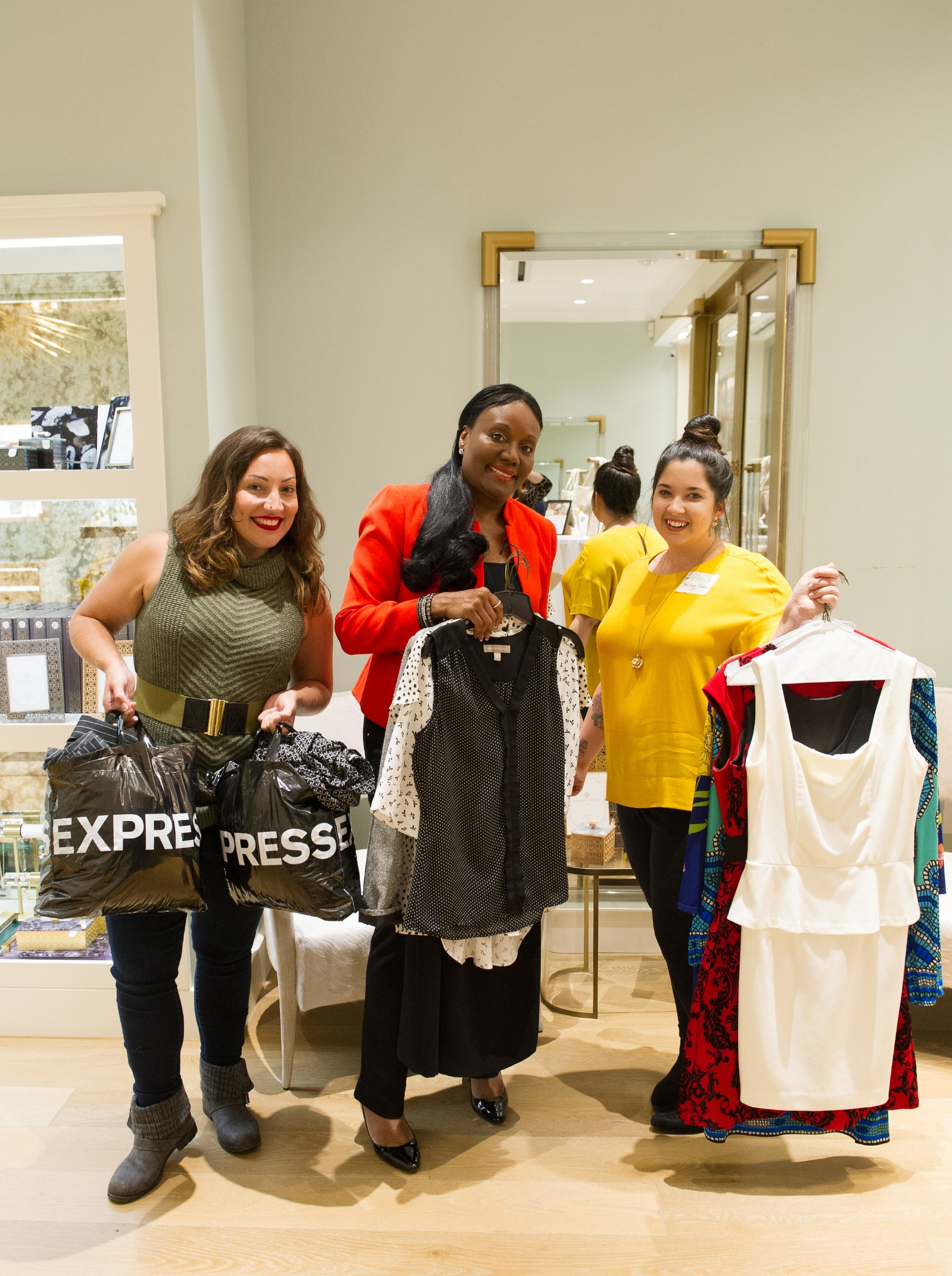 WE HOSTED A DONATION DRIVE FOR DRESS FOR SUCCESS AT A BOSS BABE CLUB COMMUNITY EVENT FOR WOMEN ENTREPRENEURS AT KENDRA SCOTT IN 2017. OUR TEAM IS POSING WITH JUDY BENSINGER, VICE PRESIDENT OF THE BOARD OF DIRECTORS OF DFS. PHOTO BY THE DASHING GINGER.