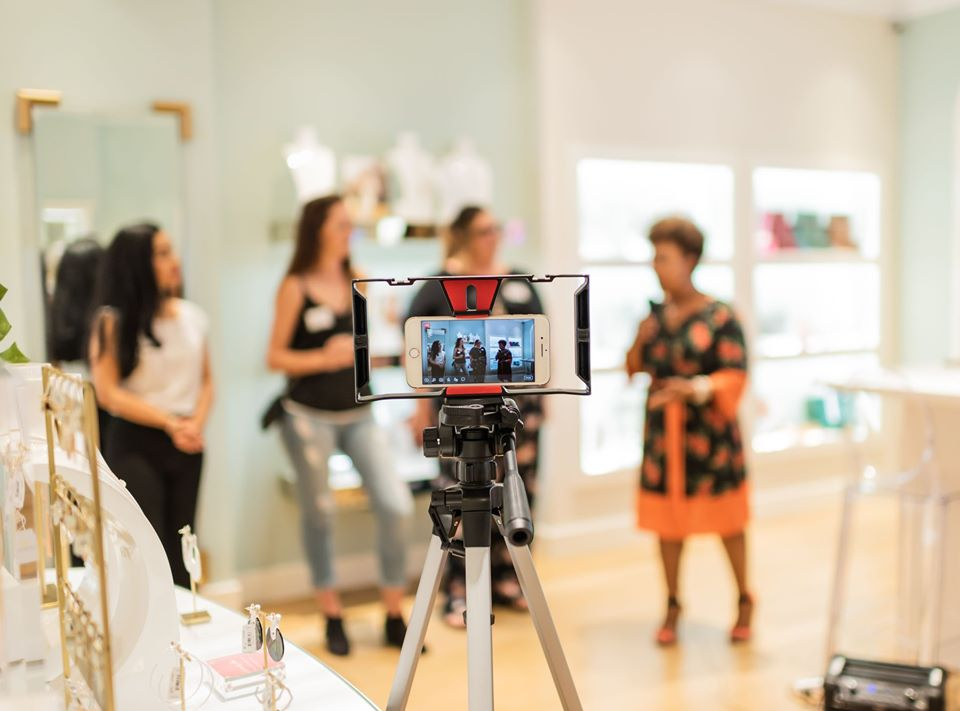 Facebook Live // Community Pop U[ at Kendra Scott to raise awareness & proceeds for The Centre For Girls // Photo by Christina Jones Photography