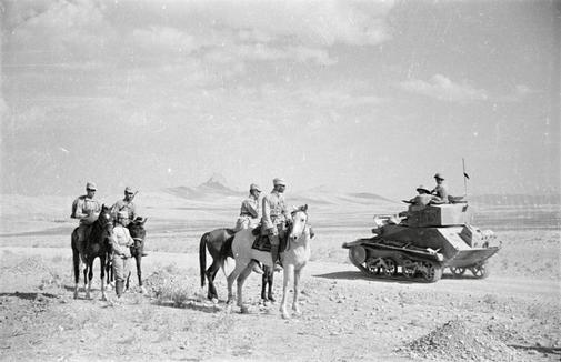 Caballería-soviética-y-tanque-británico-unen-sus-fuerzas-en-Qazvin..jpg