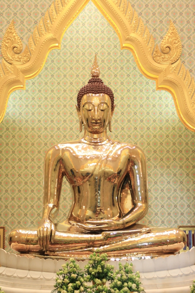 Golden-Buddha-at-Wat-Traimit-Temple.jpg