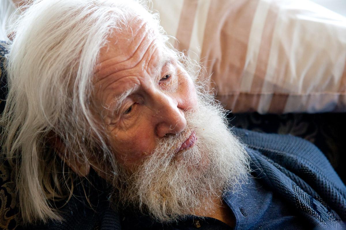 elderly-person-gandalf-care-home-centenarian.jpg