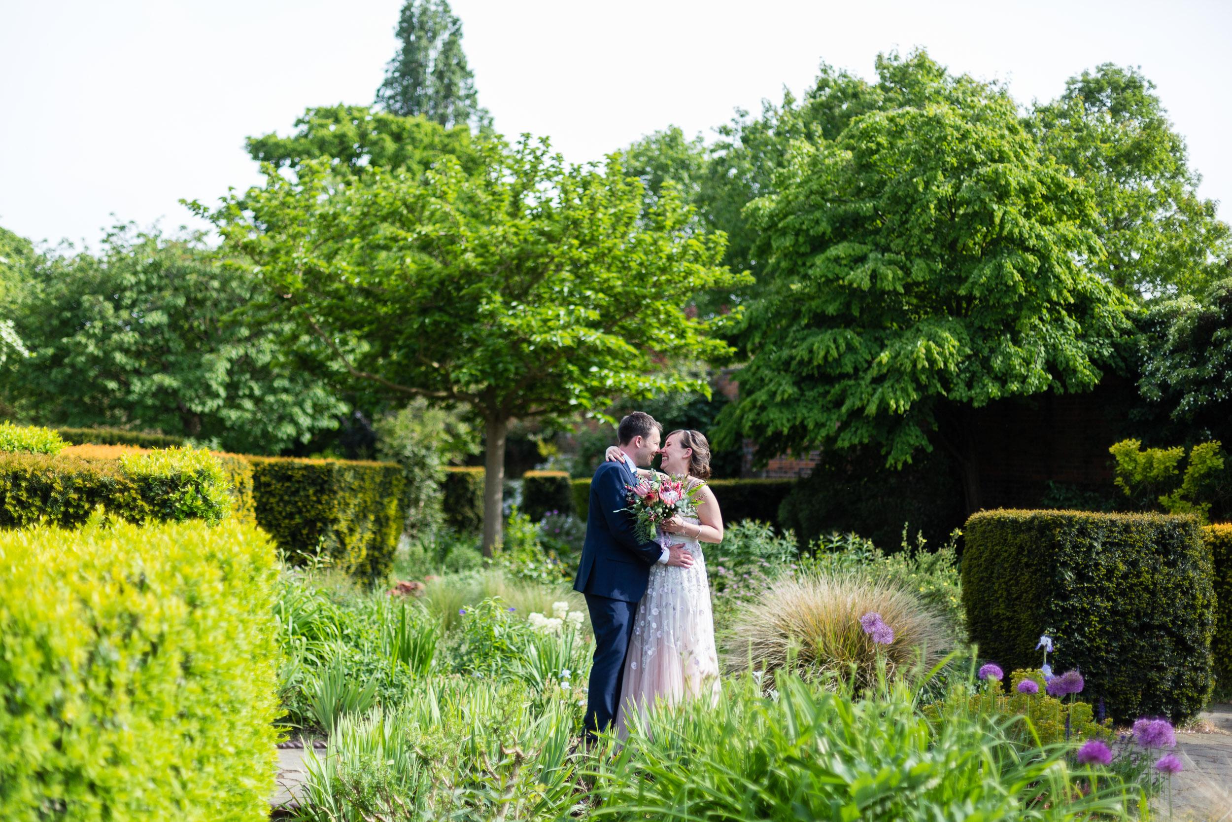 brockwell-lido-brixton-herne-hill-wedding-277.jpg