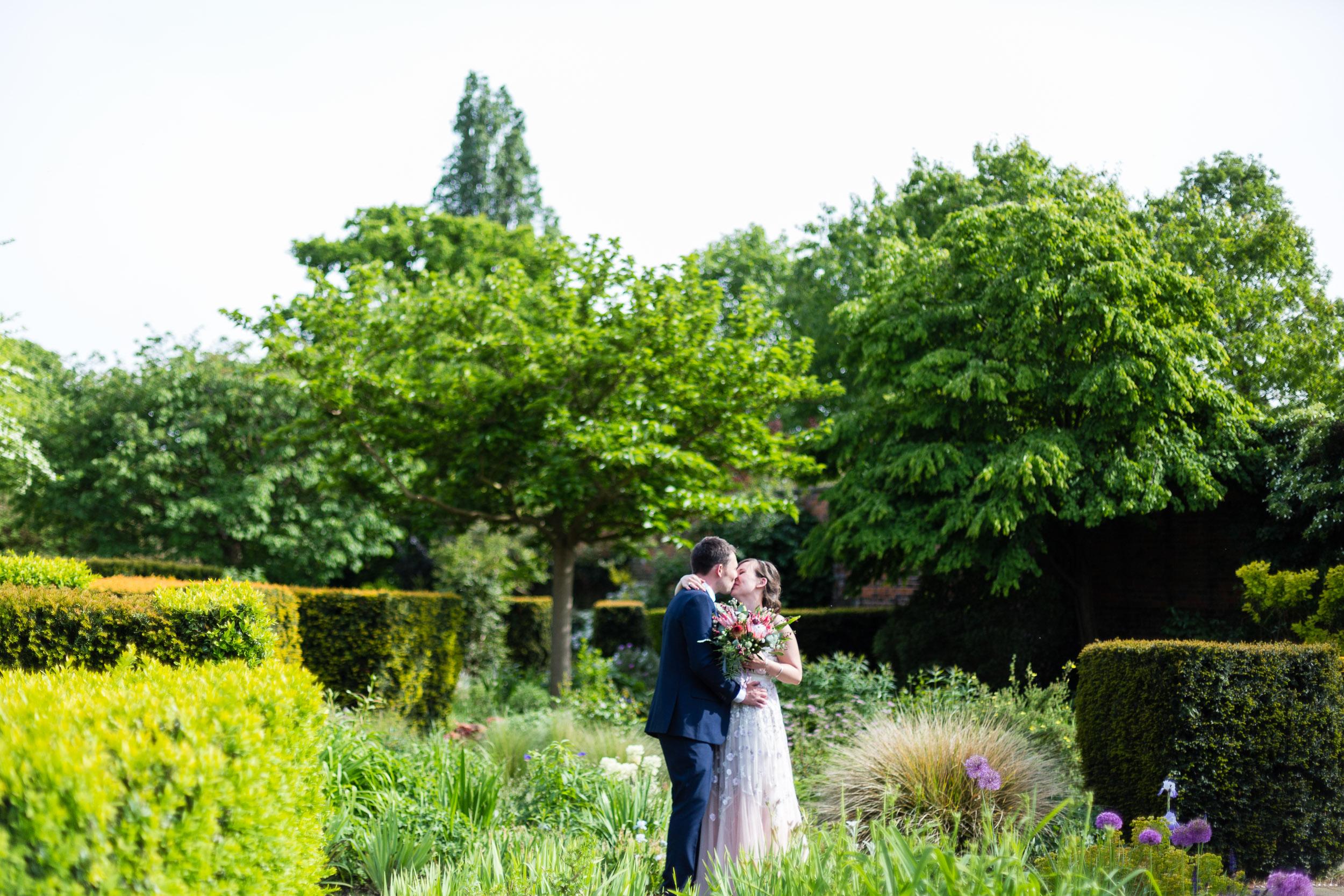 brockwell-lido-brixton-herne-hill-wedding-278.jpg
