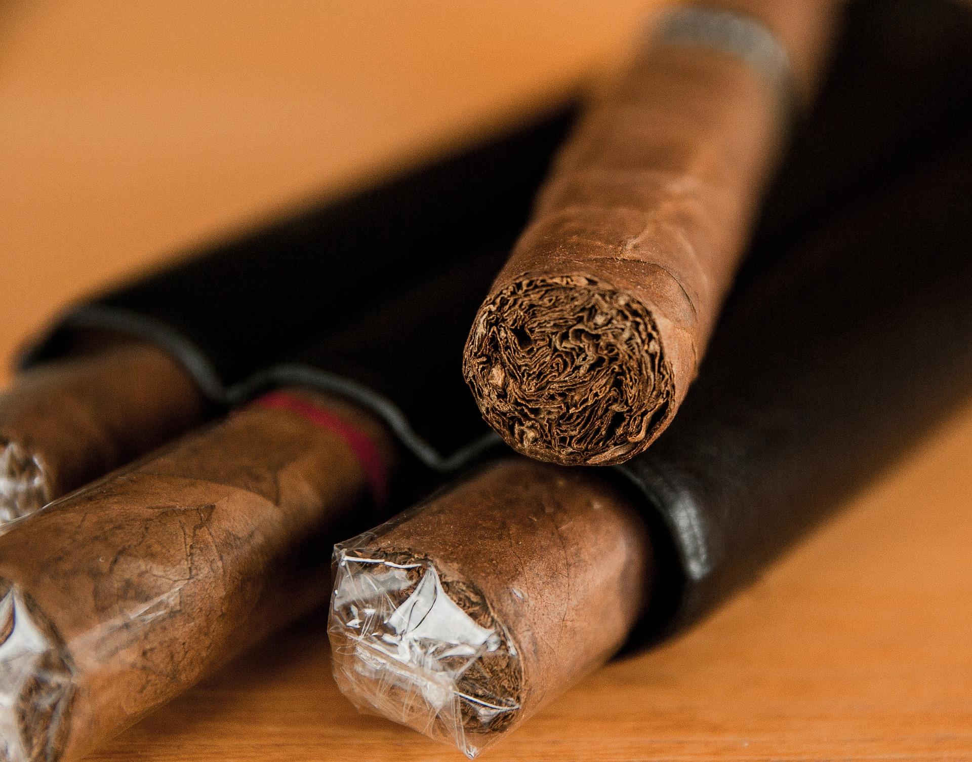 cigar-1293684_1920.jpg