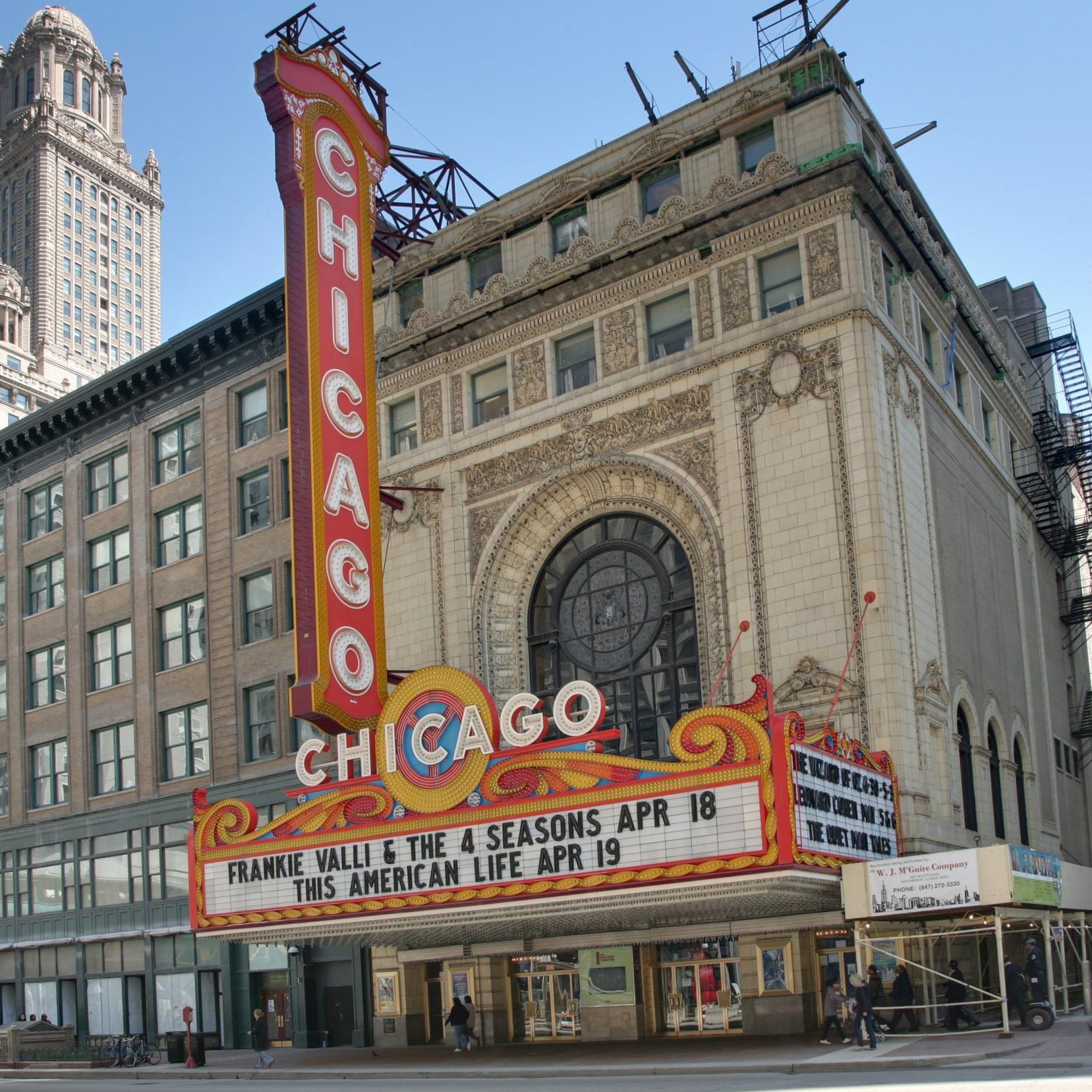 Chicago_Theatre_blend.jpg