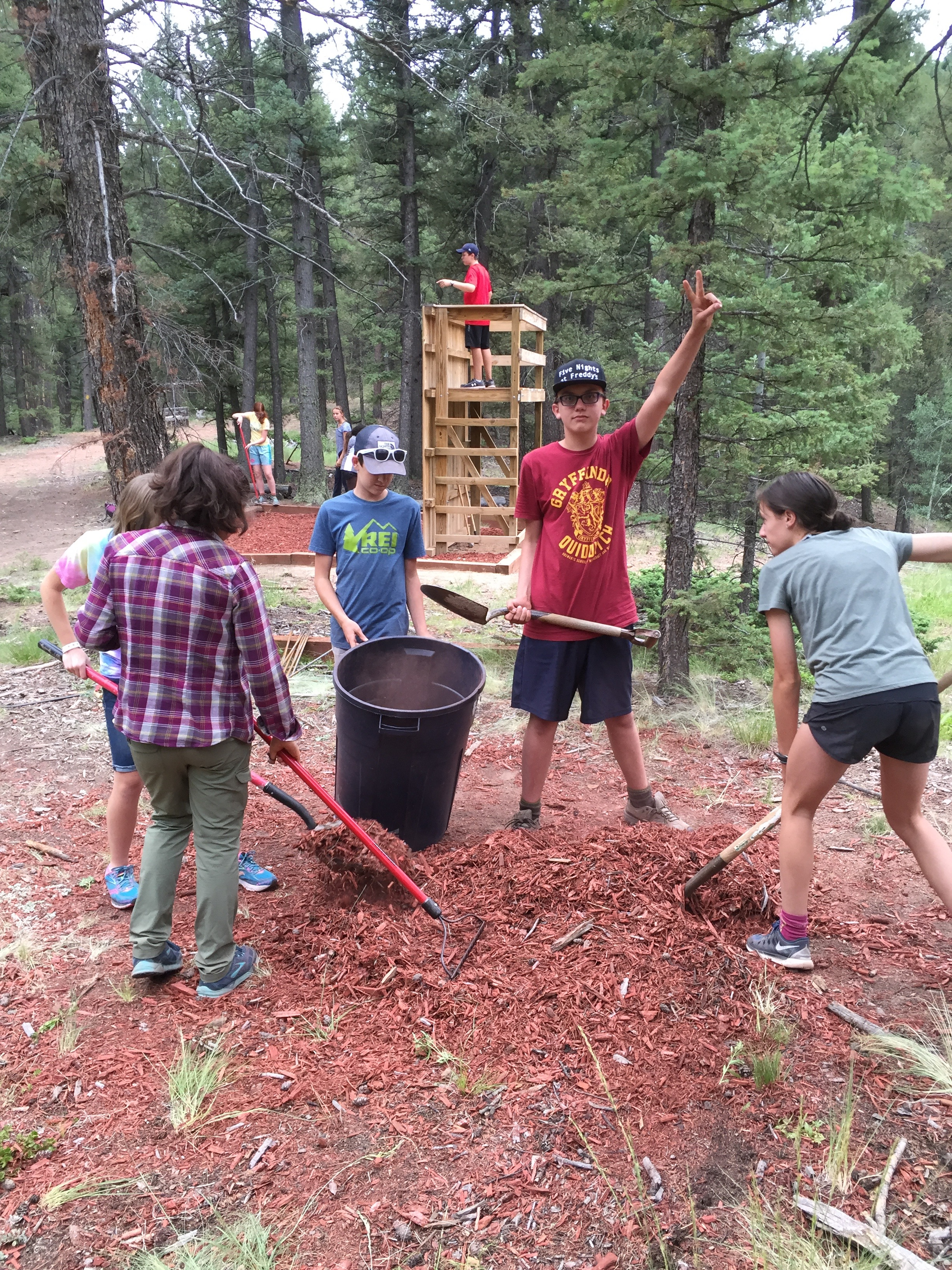 Youth from the Colorado Youth Leadership Institute do a service project together