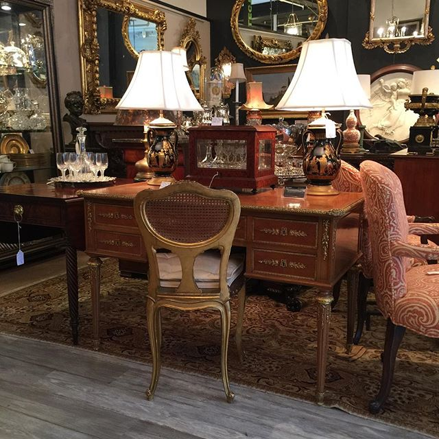 FIND YOUR TREASURE#atouchofthepastantiques #atop #lambertvillenj#antiquecapitalofnewjersey #hunterdoncounty#rivertown #antiques #antiquestore #forsale#midcentury #decoratorfinds #interiors #interiordesign#midcenturymodern #italiandesign #italianmidcentury#modernglass #moderndesign #studiofurniture#modernism #modernart #homedecor#homedecoration #decorators #interiors #design#instaliving #interiorinspiration #instadecor#luxurydecor #philadelphiadesign