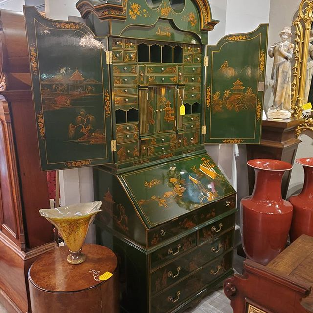 awesome green chinoiserie cabinet  FIND YOUR TREASURE#atouchofthepastantiques #atop #lambertvillenj#antiquecapitalofnewjersey #hunterdoncounty#rivertown #antiques #antiquestore #forsale#midcentury #decoratorfinds #interiors #interiordesign#midcenturymodern #italiandesign #italianmidcentury#modernglass #moderndesign #studiofurniture#modernism #modernart #homedecor#homedecoration #decorators #interiors #design#instaliving #interiorinspiration #instadecor#luxurydecor #philadelphiadesign