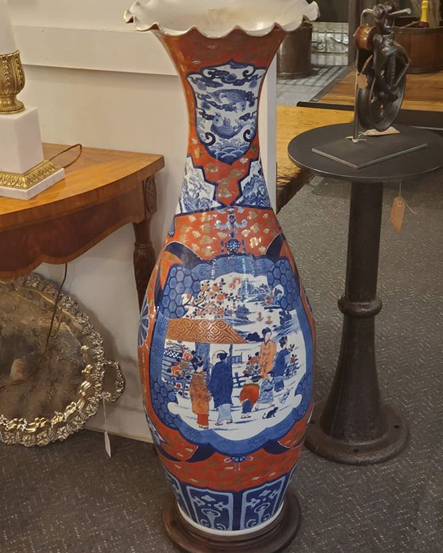 Palace Size Imari Vase  FIND YOUR TREASURE #atouchofthepastantiques #atop #lambertvillenj#antiquecapitalofnewjersey #hunterdoncounty#rivertown #antiques #antiquestore #forsale#midcentury #decoratorfinds #interiors #interiordesign#midcenturymodern #italiandesign #italianmidcentury#modernglass #moderndesign #studiofurniture#modernism #modernart #homedecor#homedecoration #decorators #interiors #design#instaliving #interiorinspiration #instadecor#luxurydecor #philadelphiadesign