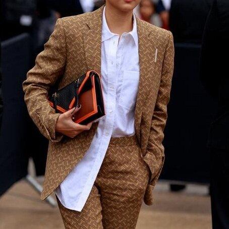 https___hypebeast.com_image_2019_09_london-fashion-week-spring-summer-2020-street-style-18.jpg