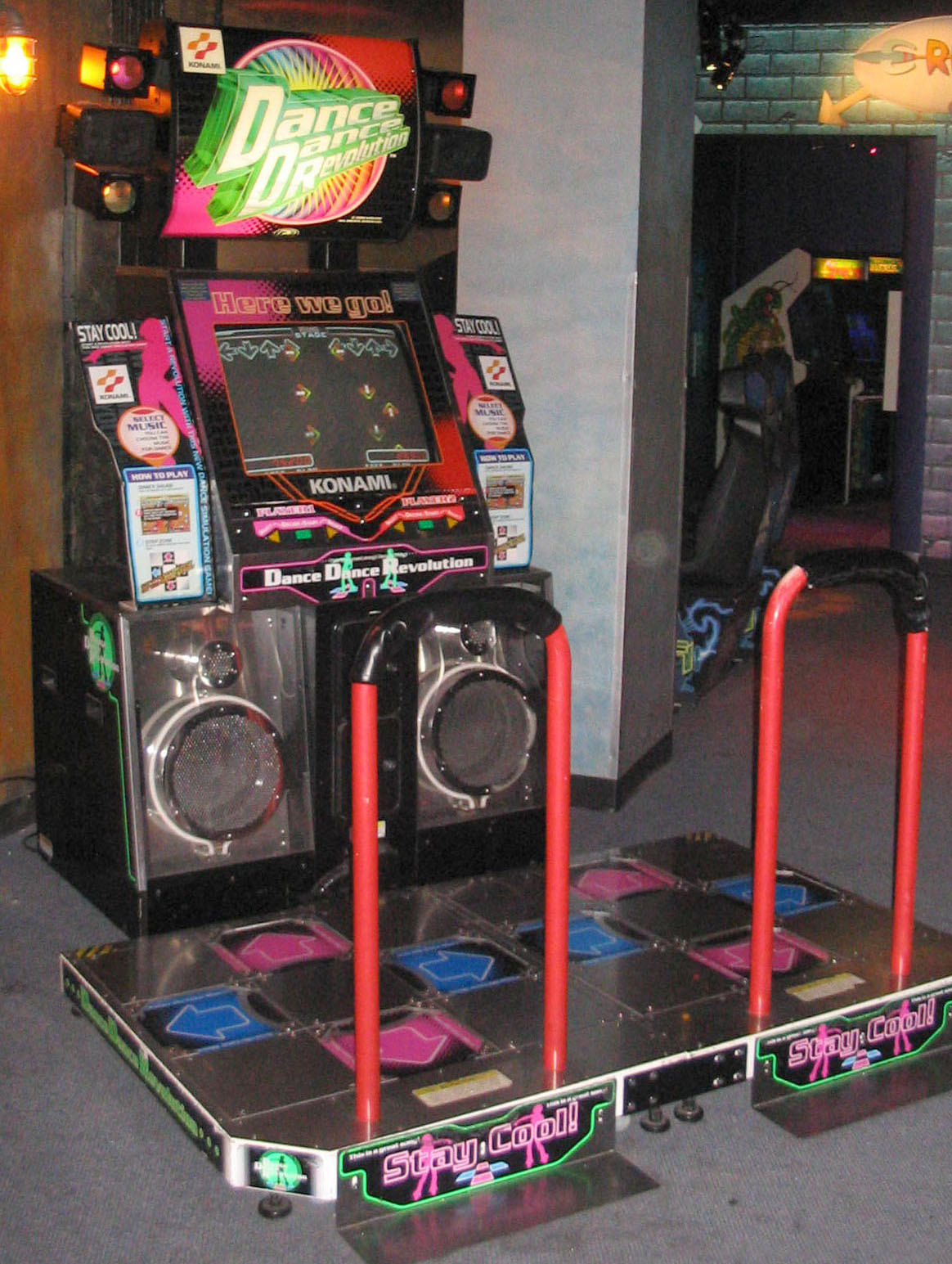 Dance_Dance_Revolution_North_American_arcade_machine_3.jpg