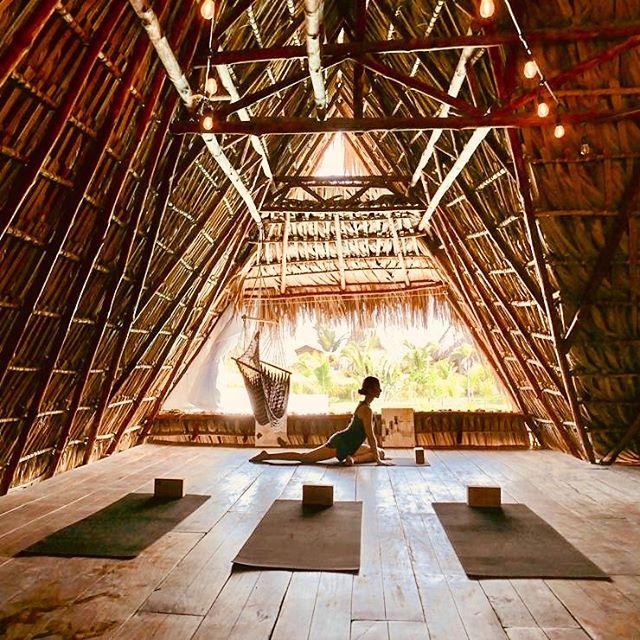 Yoga Flow • • Thanks for the awesome cork mats @yolohayoga 🧘♀️ and for the photo @fabiennedose 🧘♂️ • • #swell #swellhotel #elparedon #boutiquehotel #vacation #travel #voyage #wanderlust #laidback #design #bohochic #bohostyle #barefoot #travel #surf #sea #sun #sombrero #guatemala #swellguatemala #centralamerica #architecture #beautifuldestinations #wanderlust #paradise  #yoga #yogaretreat #wellness