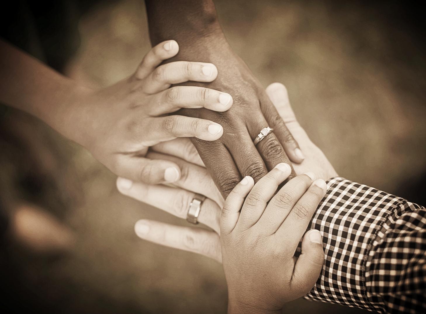 hands-1950985_1920-2.jpg