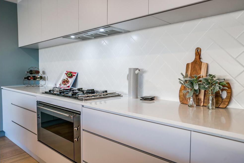 Kitchen Splashback RAL9016 Matt 100x300 laid herringbone (4).jpg