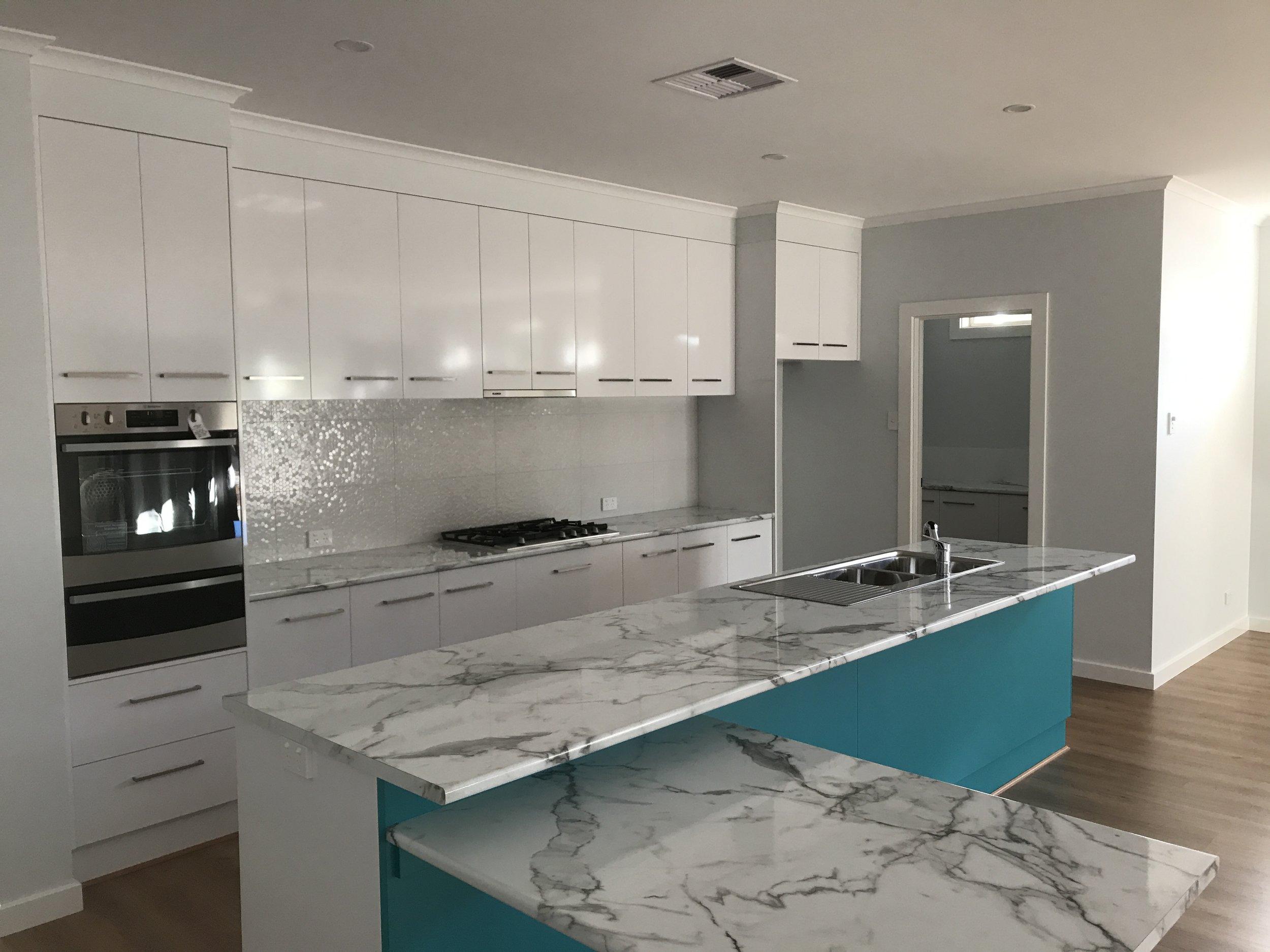 Kitchen S.back RFA6311 WHITE GLOSS REC GLZ PCLN (300x600) (2).JPG