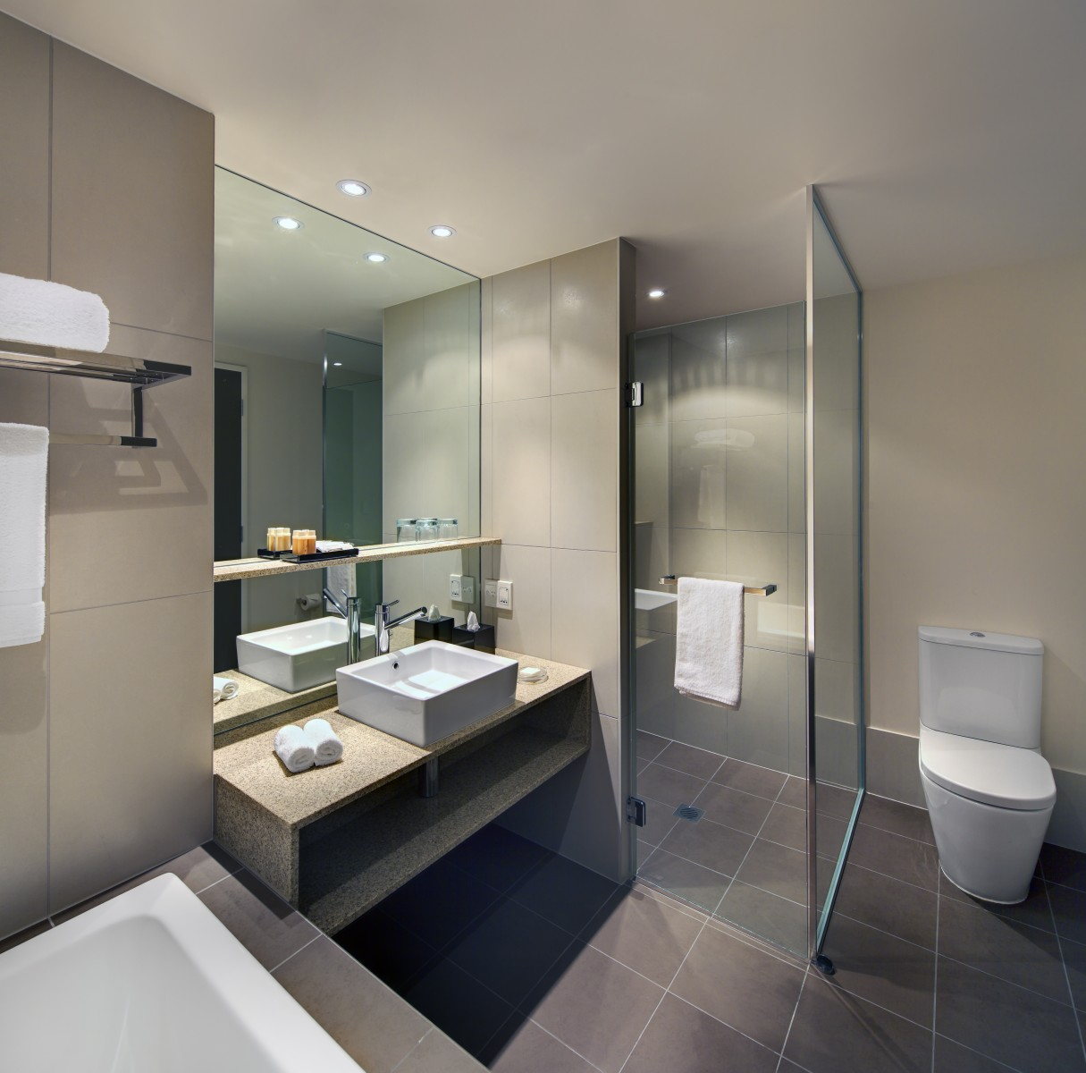 Home-Gallery-PremiumDeluxe-Bathroom.jpg