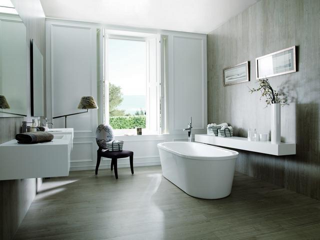 gỗ nhìn phòng tắm gạch.jpg