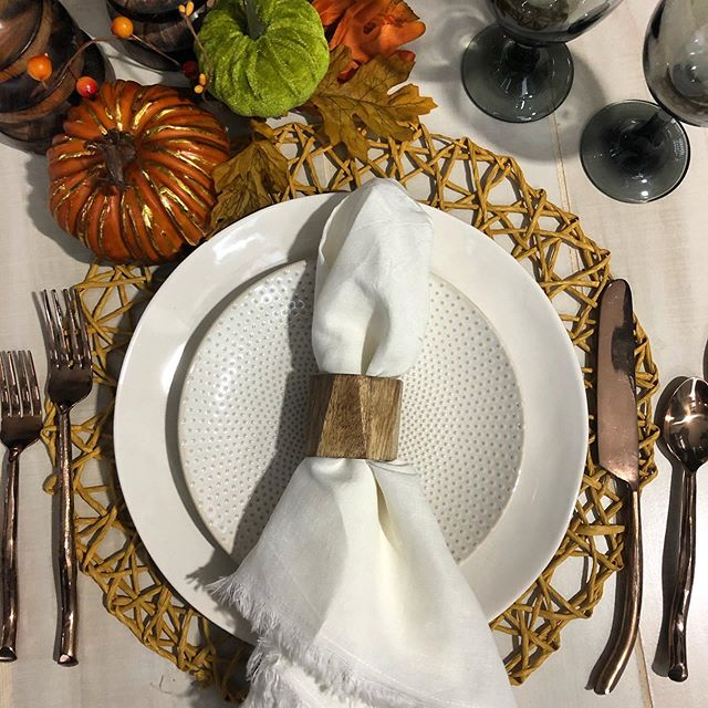 Holidays here we come!! Let Uncommonly Styled save you some energy this year by delivering a beautiful Thanksgiving Tablescape right to your door! Spend the extra time with your loved ones, you deserve it! 🍁 website link in bio!