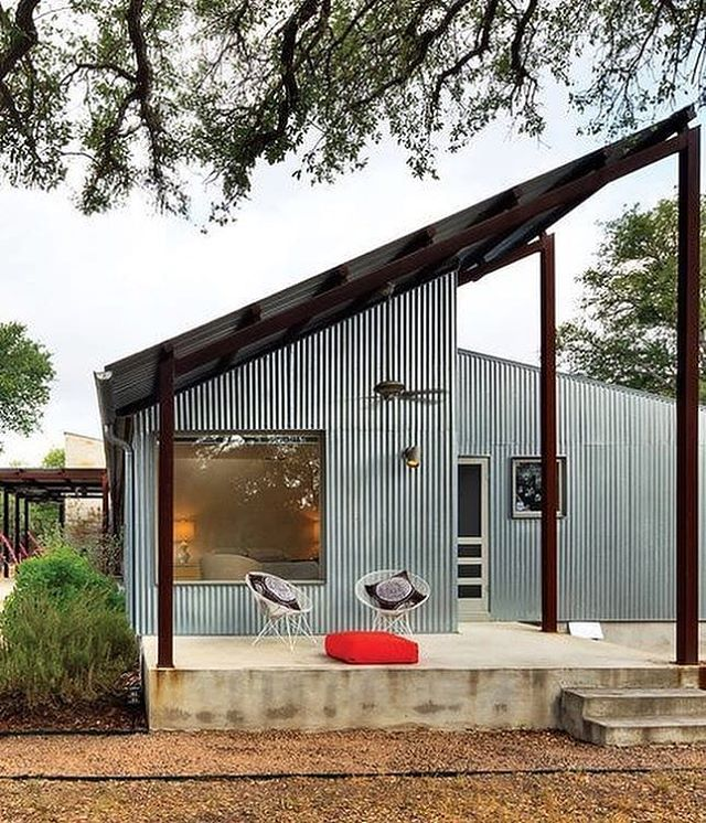 Sweet design can be affordable! Walkabout House, a $156-per-square-foot home renovation in Cedar Park, #Texas by architect Nick Deaver | 📷: Roger Williams & Jonathan Jackson 📸 : @affordablehousingmag