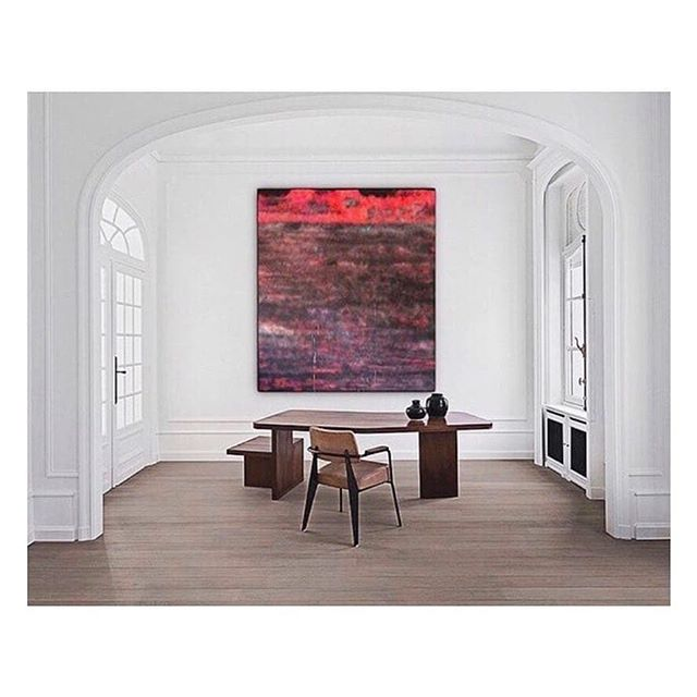 Dining room inspiration!  #interior #sculpture #arte #interiors #kunst #painter #furniture #artprize #ashurst #homedecor #vintage #artopps  A R T P L A C E M E N T _ Sterling Ruby's suite of spray paintings are created in a vibrant, fluorescent pink palette | The resulting electric color fields are Ruby's ruminations on the shifting, multi-hued Los Angeles skies that he encounters en route to his studio. He engages the horizon as his subject using an approximate and speedy medium befitting the gritty urban context, fixing sprays into multiple dimensions alla prima, without pausing for touch-ups or to catch drips • 📸 : @collectum.art