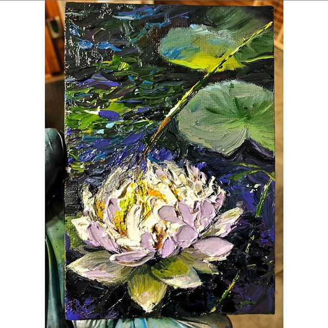 New commissioned mini 🌺 I still have a few miniatures available❣️message me for any enquires • • • #contemporaryart #oilpaintings #miniature #miniatureart #waterlilly #floralart #artoninsta #artoninstagram #dailyart #dailyinspiration #impressionistic #artforsale #artgallery