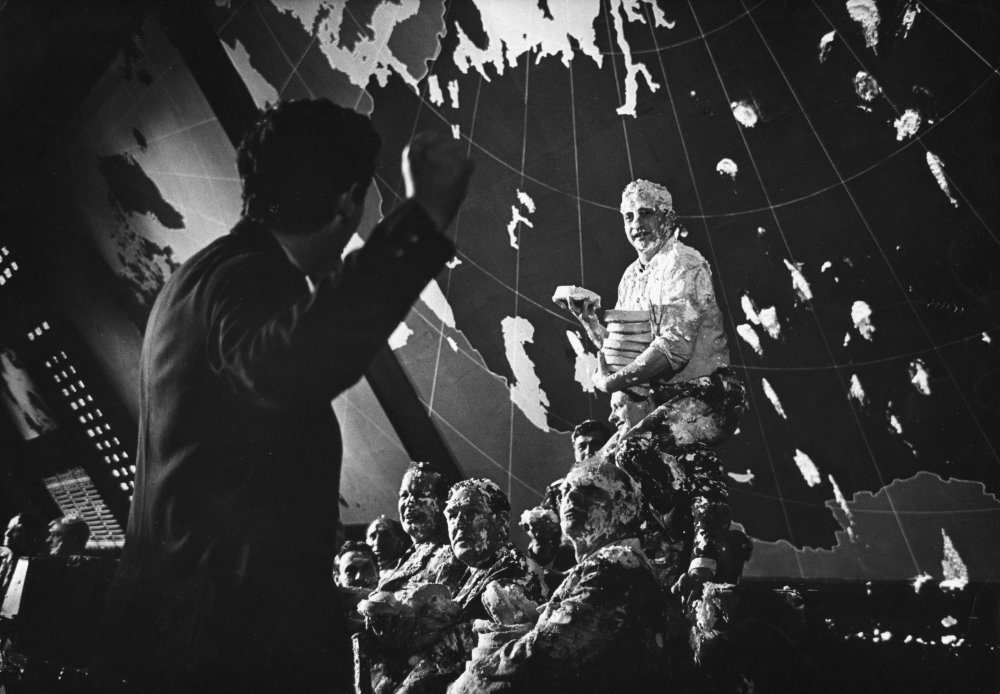 dr-strangelove-1963-022-george-c-scott-custard-pie-fight-00n-03i.jpg