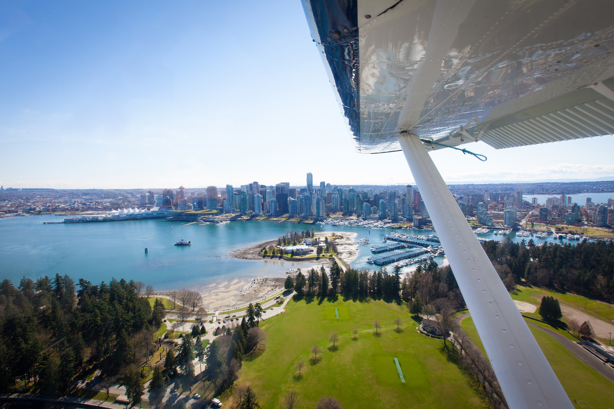 Seaplane over Coal Harbour.jpg