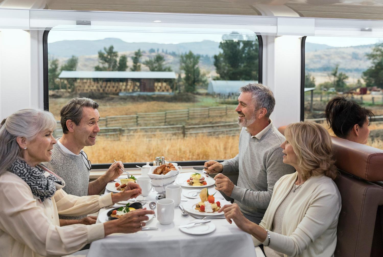 RM18_Onboard_GoldLeaf_Service_Dining.jpg