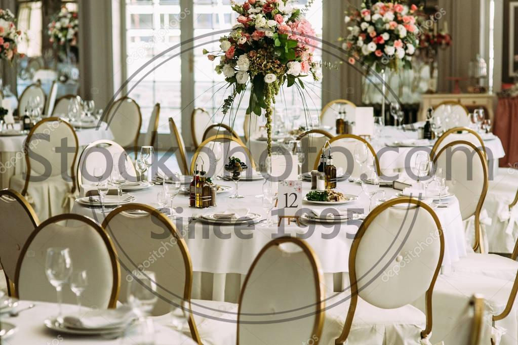 white-luxury-round-table-for-the-guests.jpg