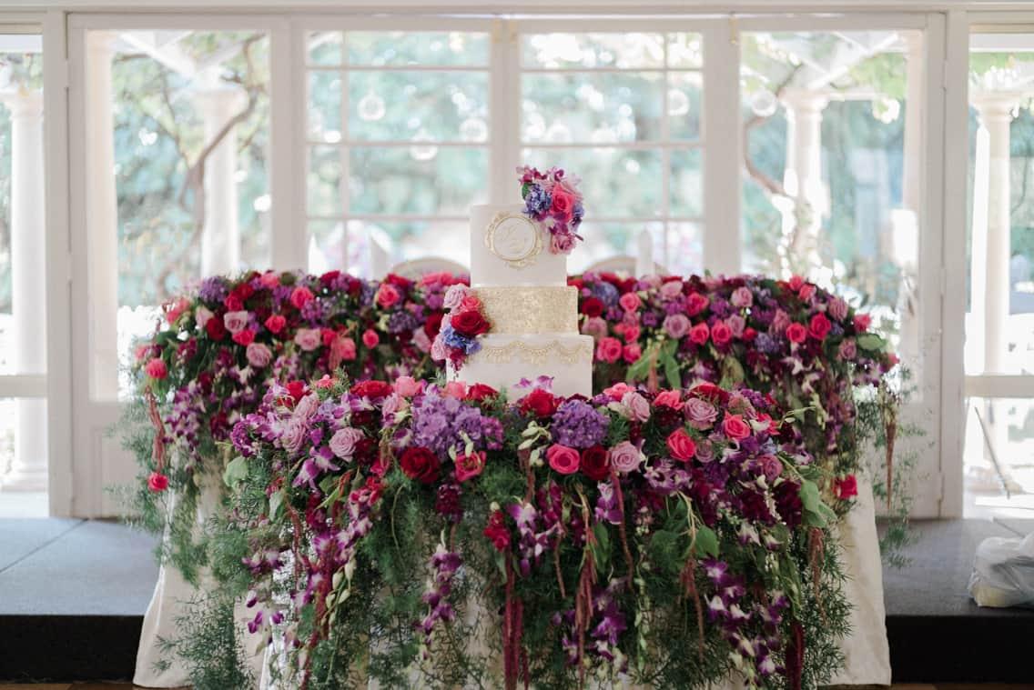 fresh-flowers-wedding-cake-table.jpg