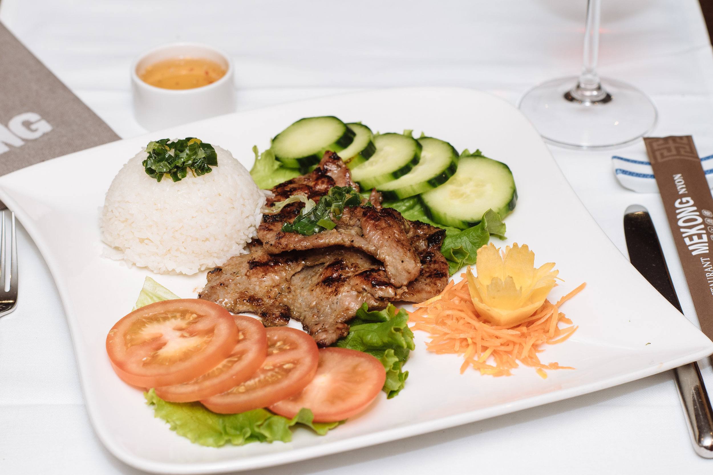 Porc caramélisé avec riz vapeur