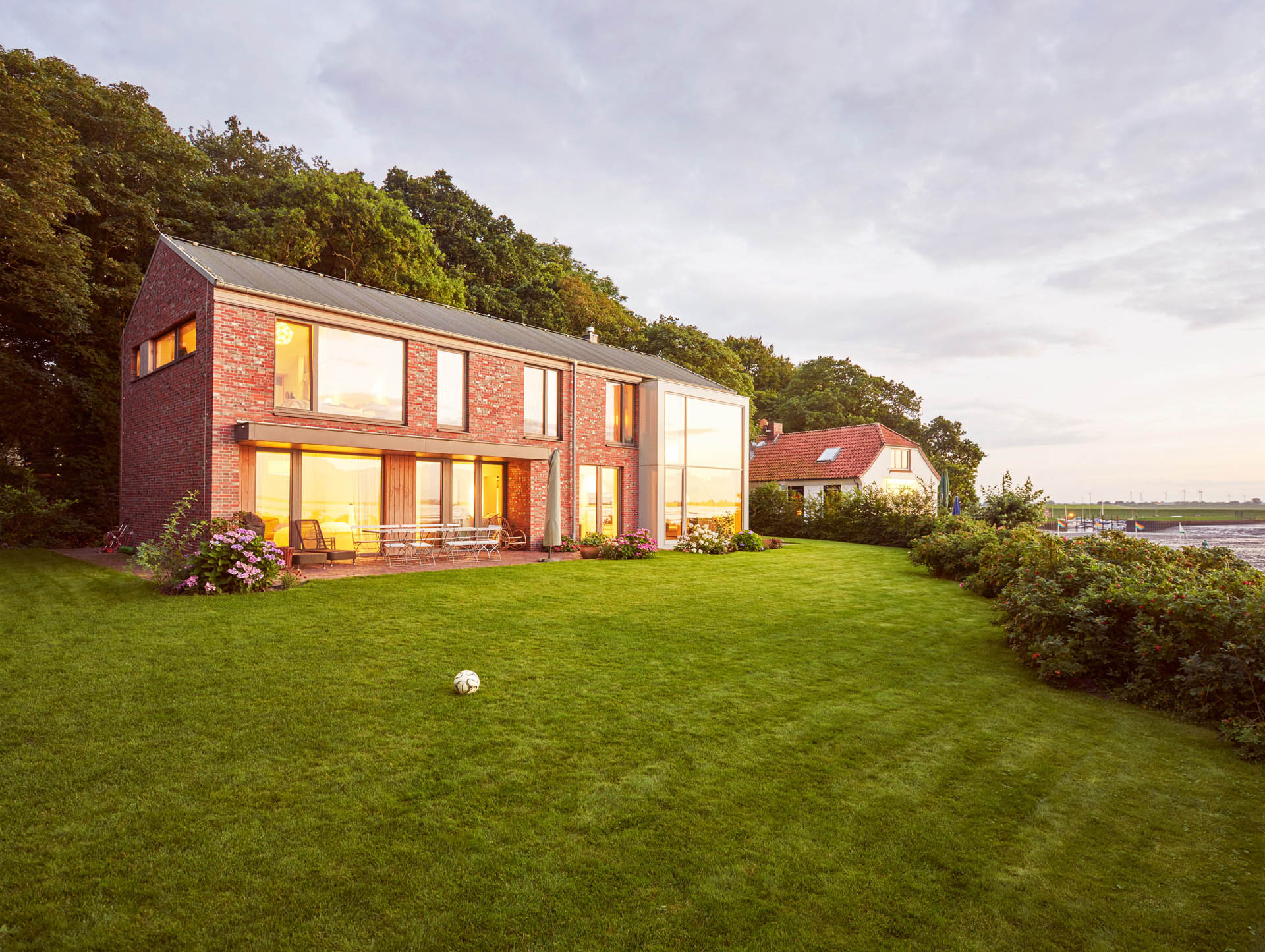 Architekturfoto Blaue Stunde: Haus B, Dangast, gruppeomp architekten