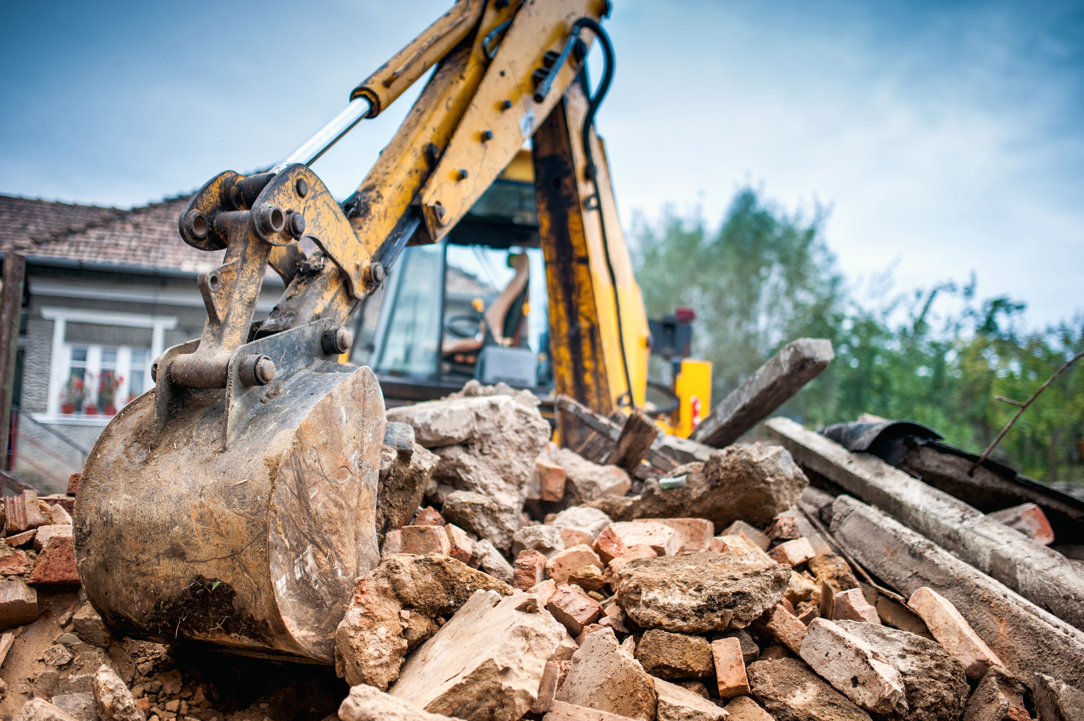 Plant Hire & Earthworks - Plant Hire & Earthworks - Mini digger with operator, operator hire CPCS/NVQL3 accredited on hourly or day rate, excavators & attachments, pond clearing/desilting & reed cutting, demolition & site clearance.
