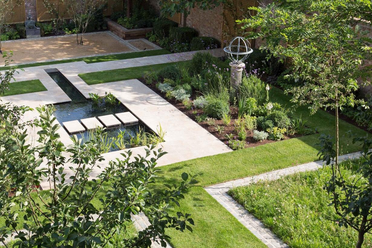 Regular Garden Services - 6 days a week availability, regardless of the weather!
