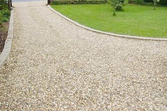 Gravel Driveways - Gravel driveways are extremely popular in Chichester. They are a great alternative to slabs or block paves. Gravel driveways allow you to  create a wonderful feature at the front of your home.