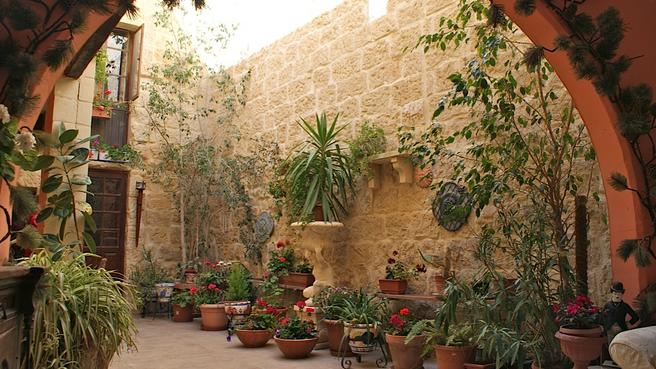 courtyard_2.jpg