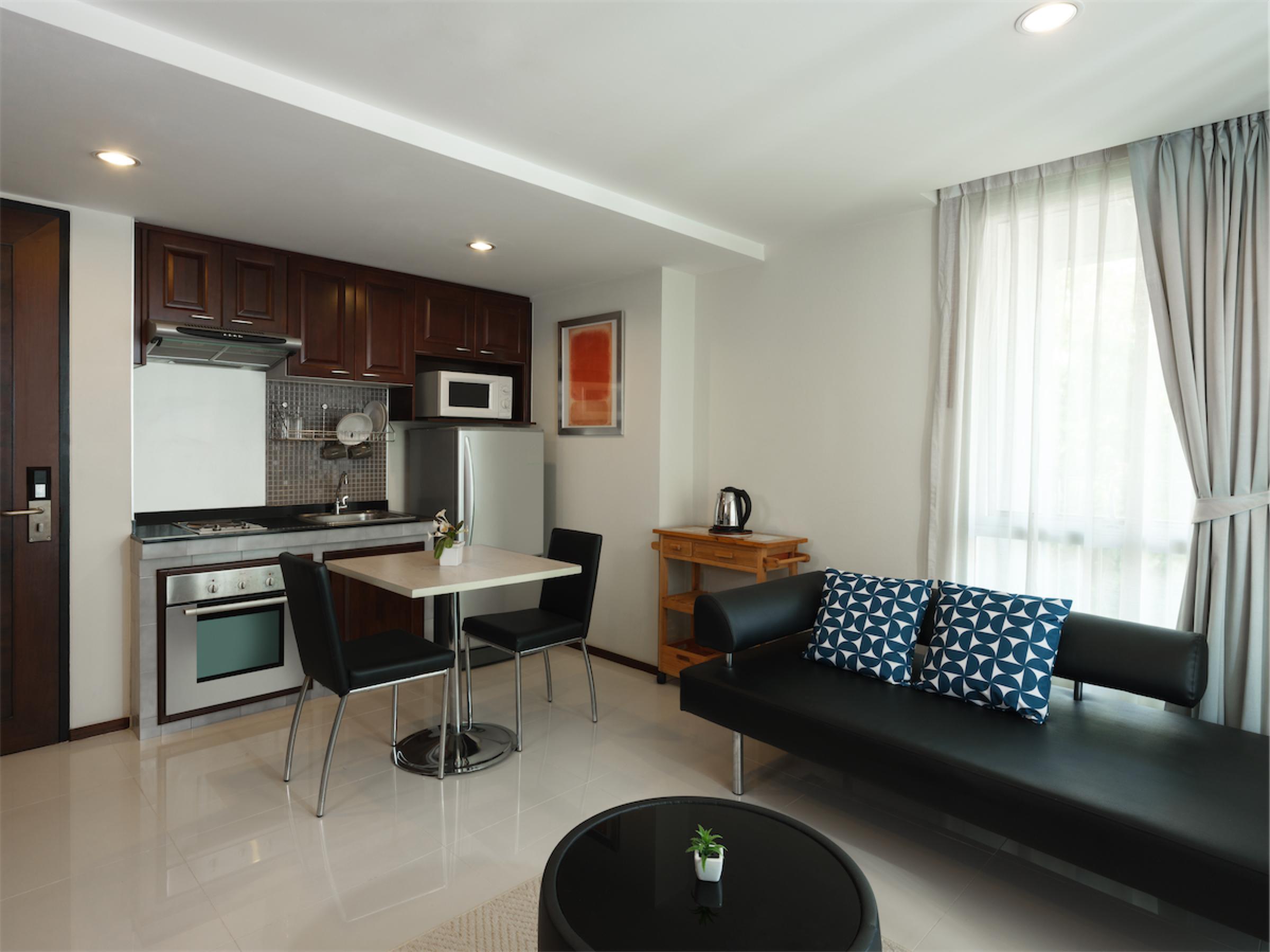 Room 601-012.jpg