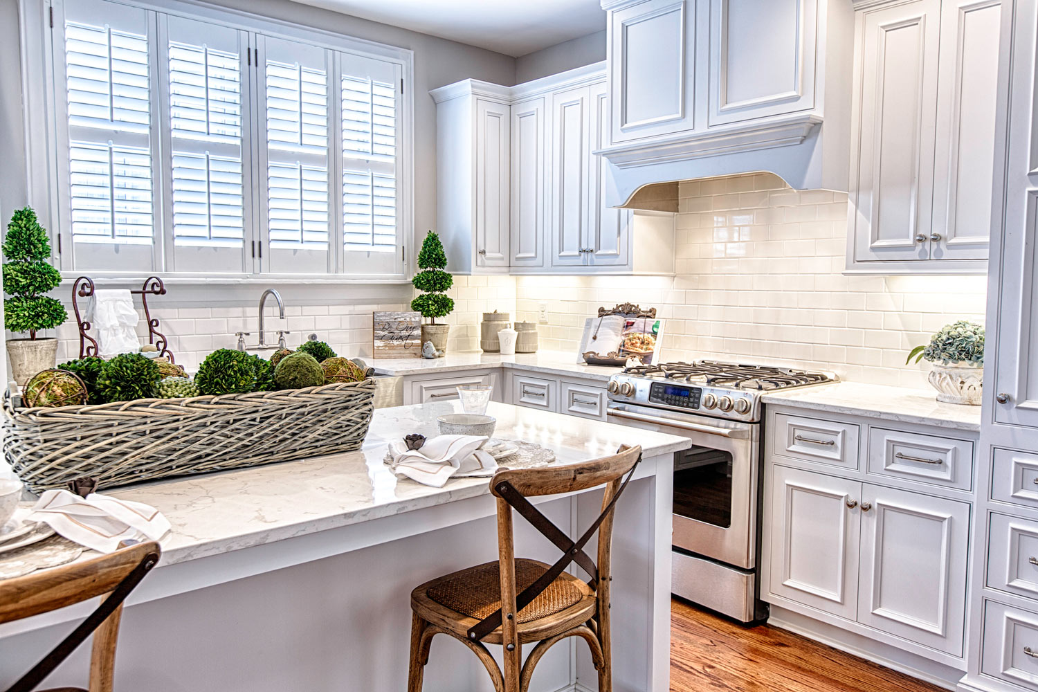 Learn the difference between large manufacturers of kitchen cabinetry versus local shops.