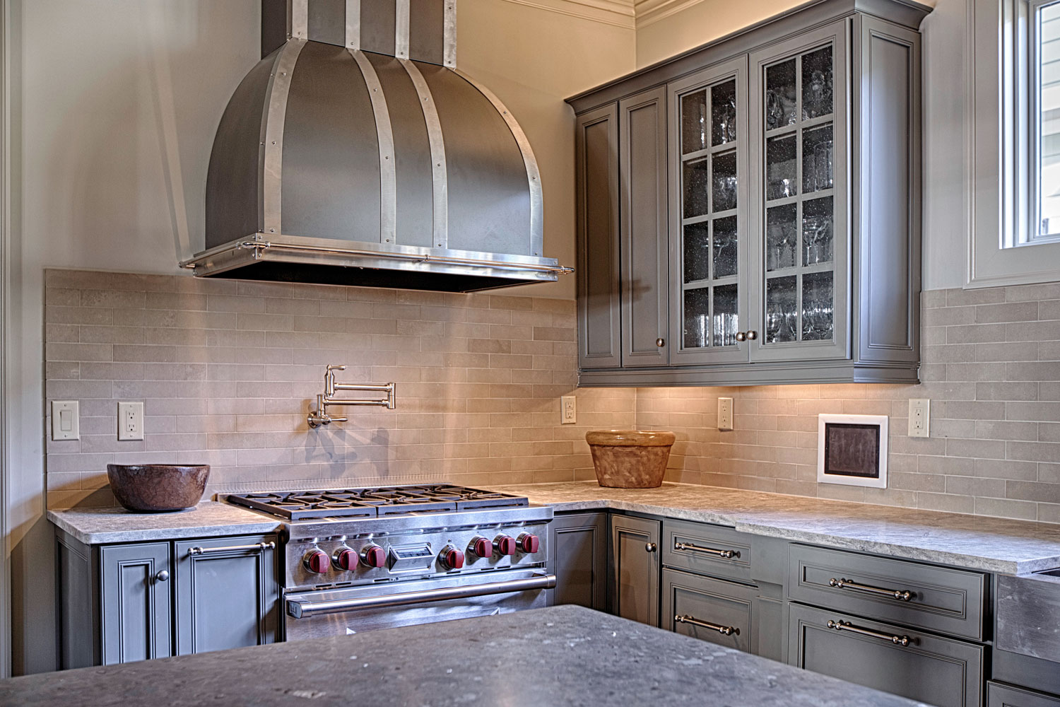 The lower cabinet and countertop have variable depths.
