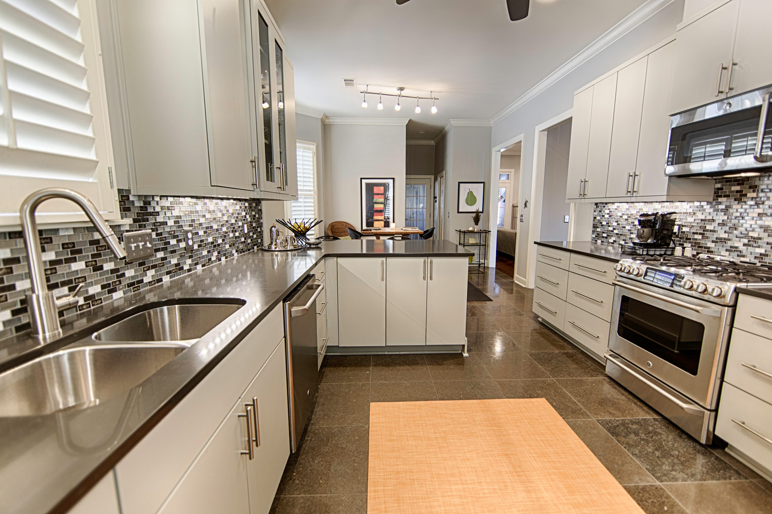 Shiloh Eclipse frameless cabinets with unadorned slab doors
