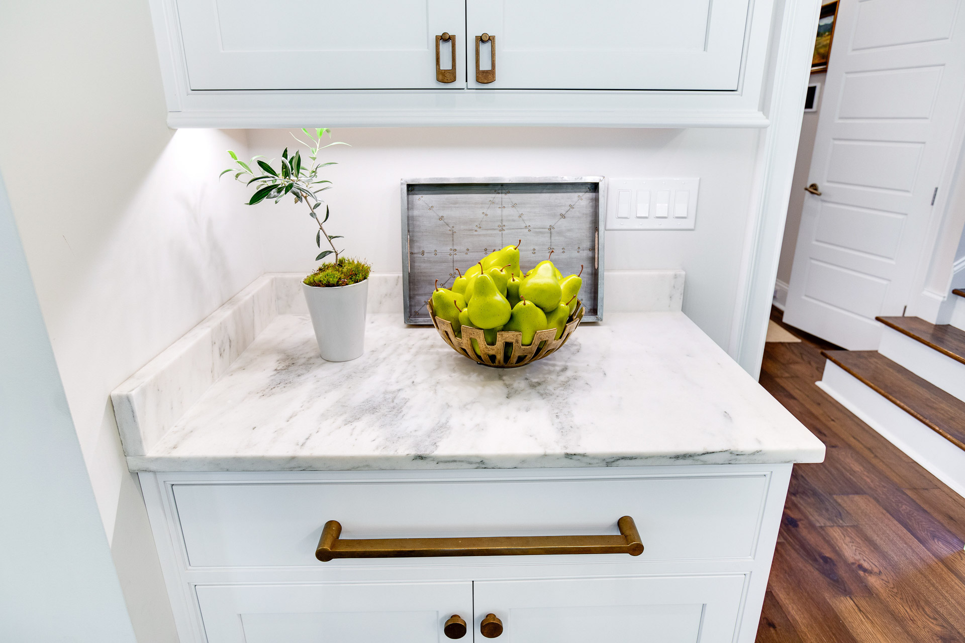 The cabinet hardware, pulls and knobs, are by Ashley Norton.